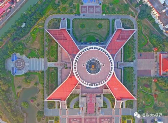 航拍中国闽台缘博物馆天圆地方,空中看去就是一个X的图案。(陈英杰摄影)