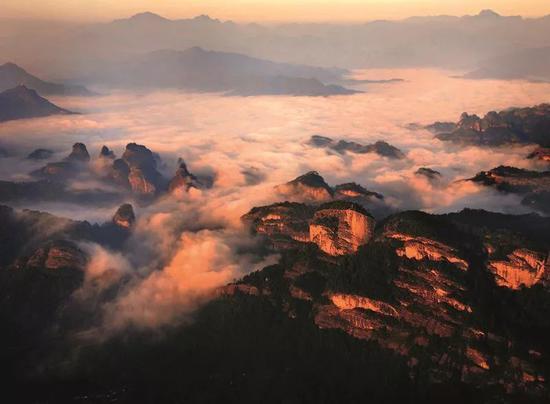 俯瞰武夷群峰。余泽岚 摄