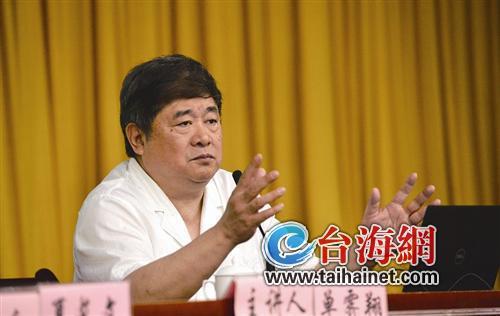 ▲单霁翔开讲导报记者 吴晓平 摄