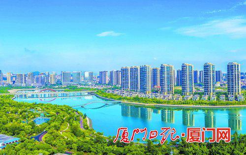 湖里区经济社会呈现全面企稳回升、持续向好发展态势,为全市稳增长作出较大贡献。(本报记者 王火炎 摄)