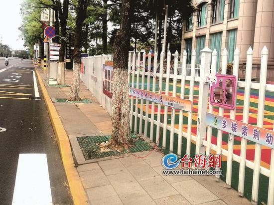 """漳州台商区一幼儿园""""霸占""""人行道 行人安全隐患增加"""