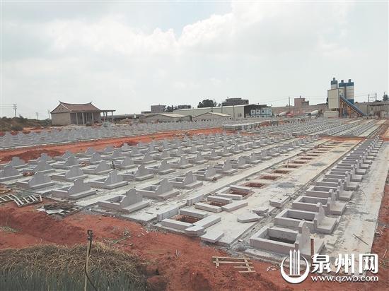 新建的墓区尚未全部完工