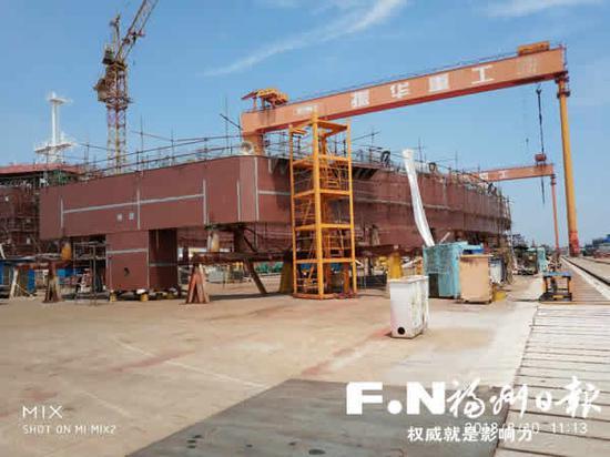 海鱼养殖平台骨架接近完工。