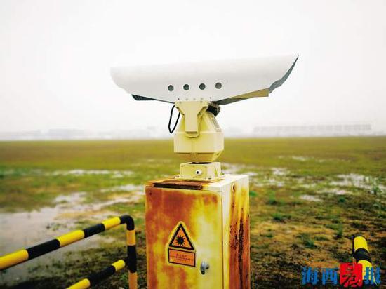 驱鸟神器之超音波(激光)仪器。