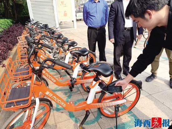 共享单车企业正在展示电子围栏技术。记者 雷妤 摄