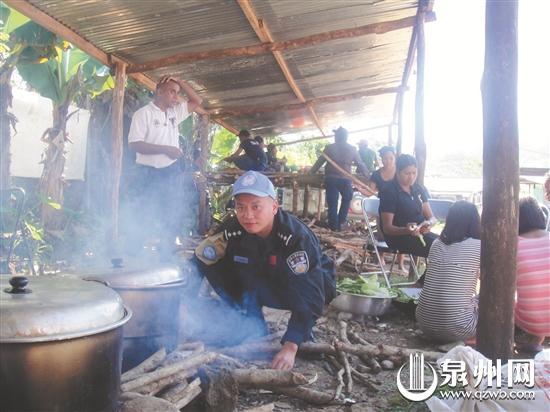 李剑伟执行任务时烧火做饭