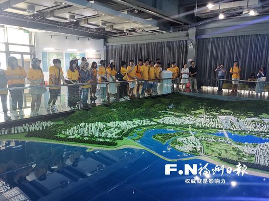 """两岸30位大学生走进滨海新城"""""""