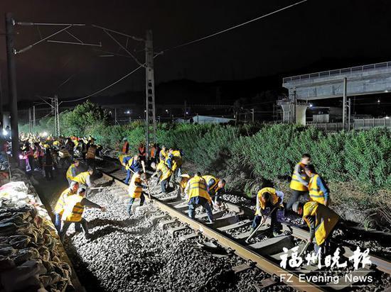 福平铁路联络线连夜接入福州站 明年10月全线可通车