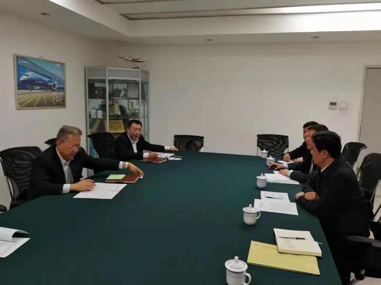市长余红胜携机场公司董事长陈小春赴民航局争取航班时刻
