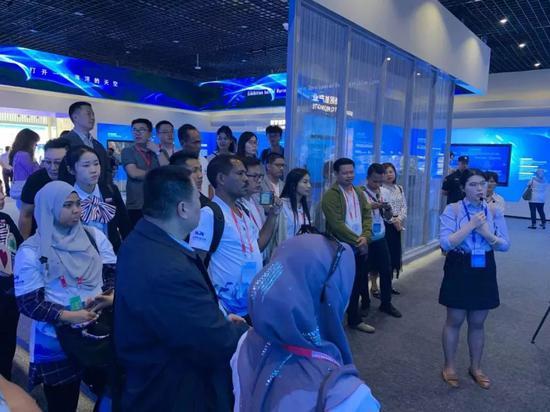 PNLG外宾参观澳头海洋经济发展示范区展示馆