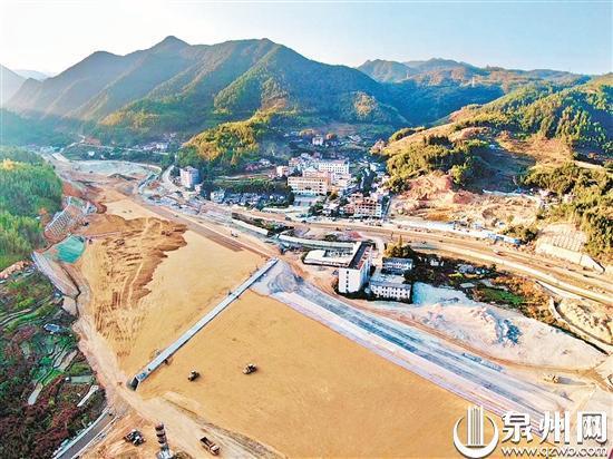兴泉铁路戴云山一号隧道出口贯通 较计划提前6个月