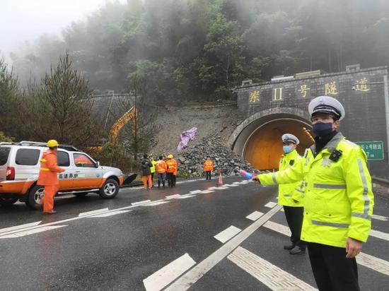 厦蓉高速船岭岽隧道边坡溜方 绕行示意图已出