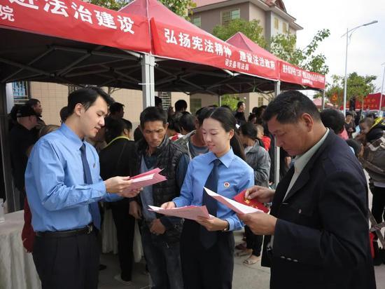 漳州诏安:坑河村通了水泥路