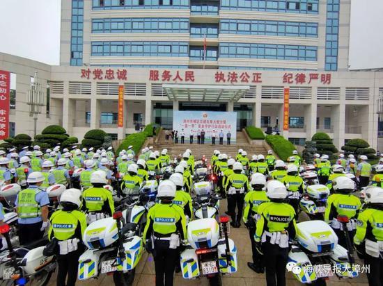 早上漳州一大批民警出动了!你戴头盔了吗?行动正在进行中