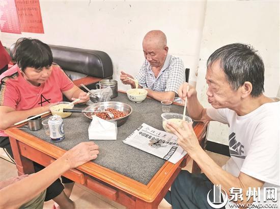 饭前预约! 晋江爱心餐厅为社区老年人免费提供午餐