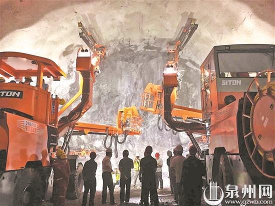 福厦高铁杨梅山隧道施工现场 (何卫东 摄)