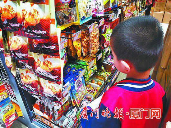 ■小店销售的高盐、高糖、高脂食品,吸引儿童。