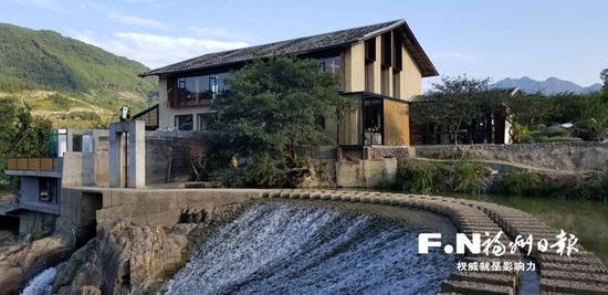 由废弃水电站改造而成的月溪花渡图书馆。