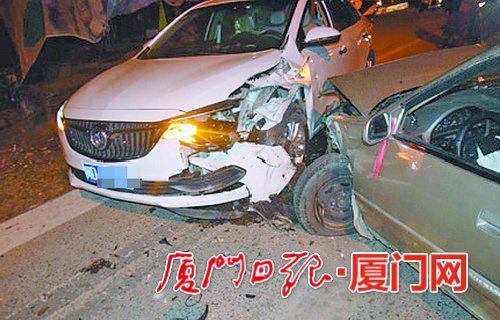 厦门一男子趁酒劲去买车被怂恿试车 不仅撞车还伤人