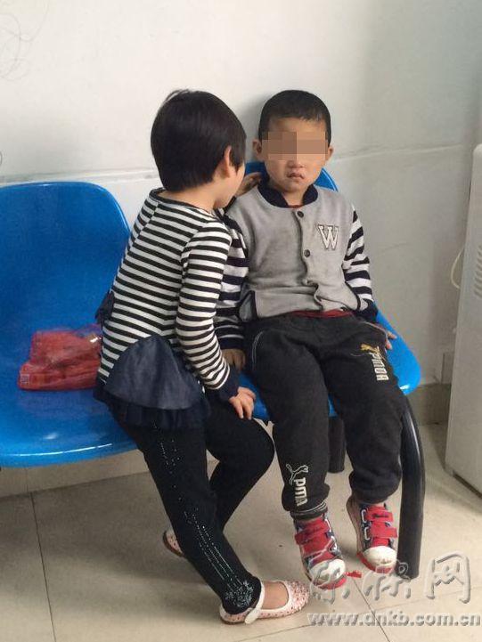 榕6岁小女孩与女生失联派出所安慰5岁男孩卷恋爱母亲试卷图片
