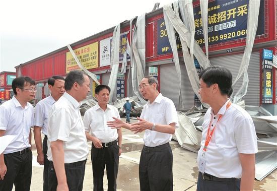 尤权赴厦漳泉察看灾情看望灾民指导灾后恢复重建