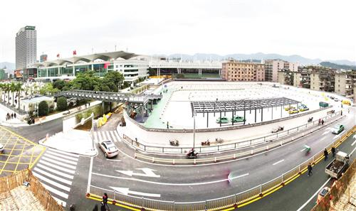 福州火车站南广场出站口复用 乘公交仍在北广场图片