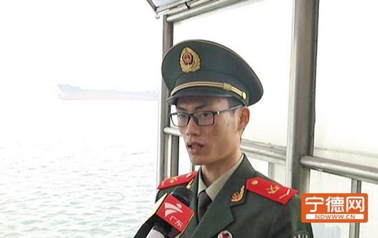 胡元辉讲述救援女童经过。