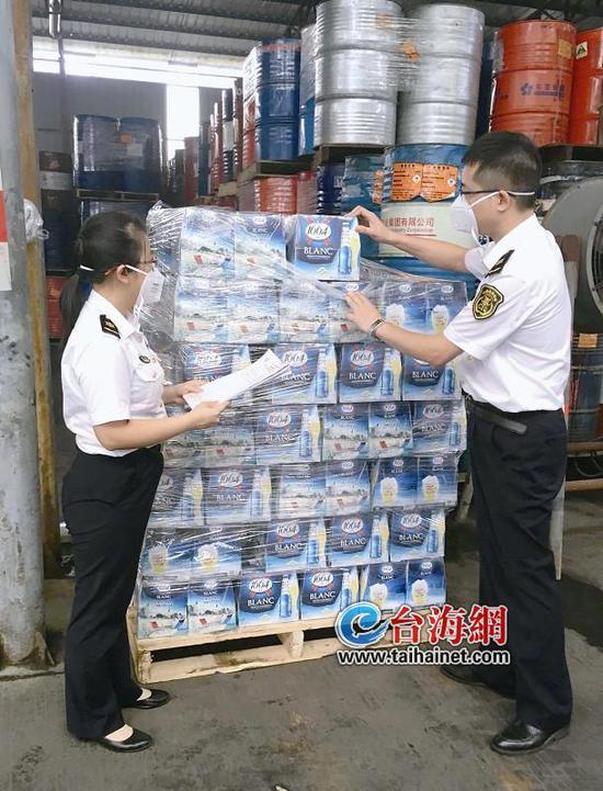 ▲厦门东渡检验检疫局对进口食品实施检查