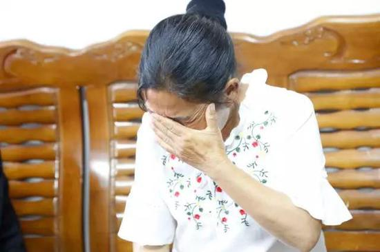 22年前3岁的小维(化名)被合租的女老乡带着去买糖吃