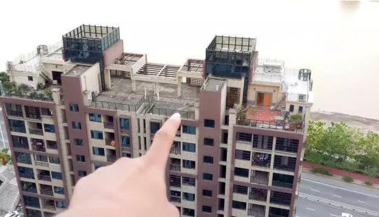 楼顶多处违建