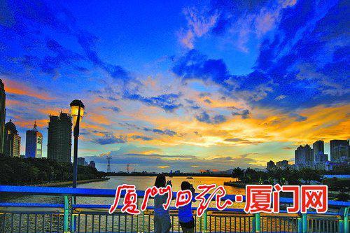 不久后,云层慢慢消散,两抹彩虹连成了一道完整的拱形彩虹桥.图片