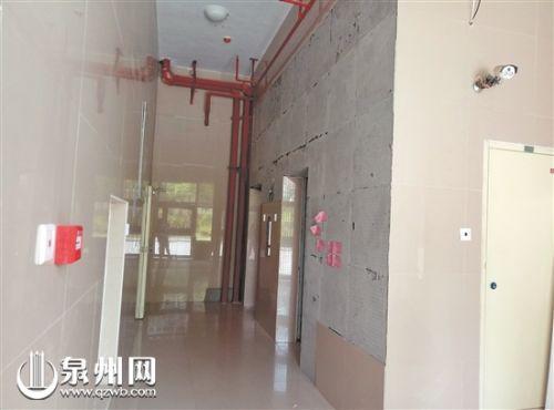   墙面瓷砖大规模脱落
