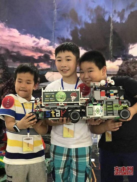 金砖国家创客大赛 福州队摘青少年组创意赛一等奖