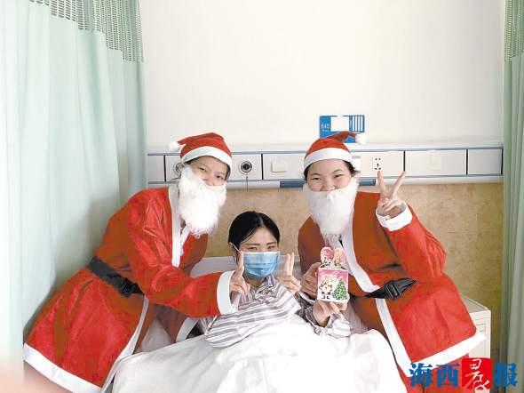 圣诞节关爱患者送温暖。第五医院供图