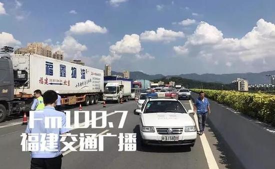 后续,事故车辆已经被陆续拖离现场,该路段交通已经恢复正常。
