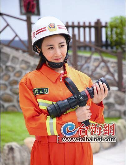 ▲奥运冠军何雯娜参加消防公益行动