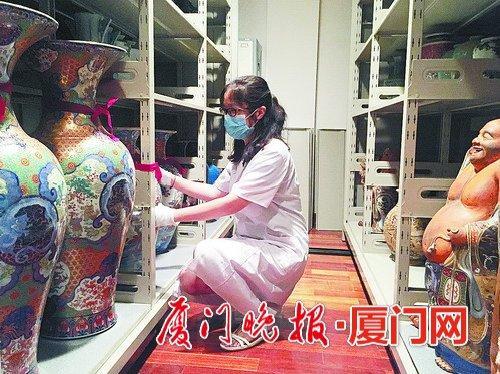 -黄筱雯平常负责文物保管,外人看起来很轻松的工作,其实需要花费很多精力。