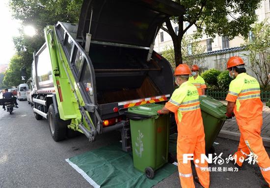 保洁时间和保洁标准;重点解决垃圾桶乱摆放问题,减少桶在路面滞留时间