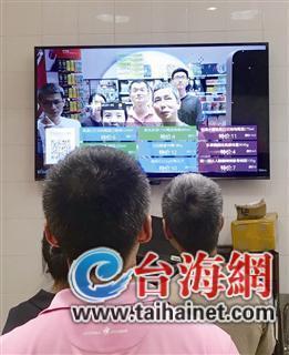 消费者只要站在系统屏幕前,系统就会捕捉脸部信息并传送给云计算