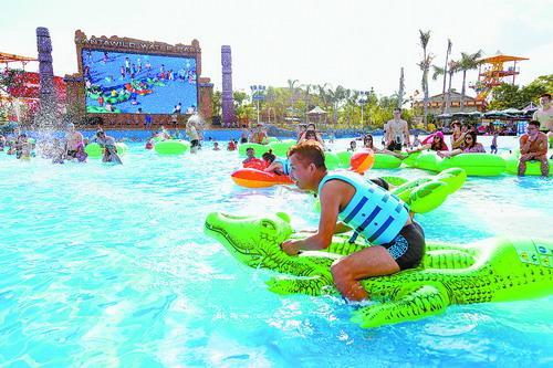 ▲来方特水上乐园体验一番别有乐趣的水上运动会。