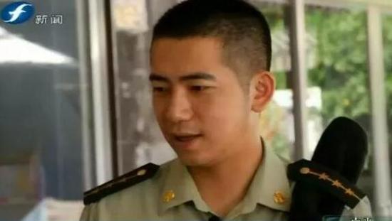莆田东沙边防派出所副所长郑俊峰:当警察,要心系百姓,要不怕辛苦,即便面对危险,也不能退缩。