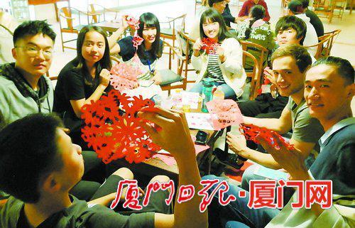 """厦大国际学院、厦大海外教育学院每周二举办""""汉语角""""。"""