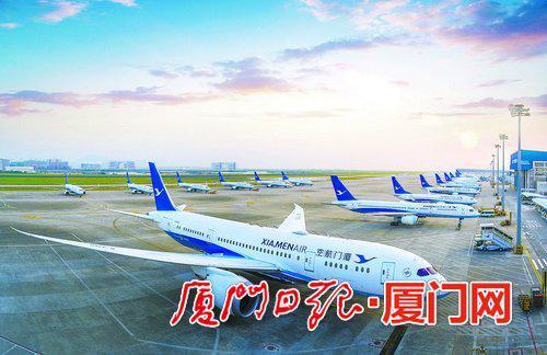 厦门已成为重要的国际航空中转枢纽。图为繁忙的厦门机场。(贺晟摄)