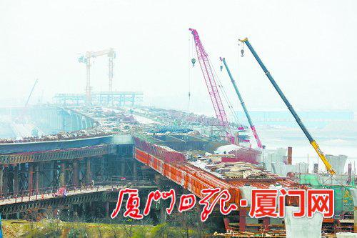 3月9日,翔安机场快速路项目南段工程施工现场。