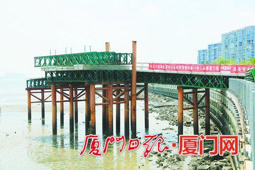 昨日,厦门第二东通道工程施工再动员会举行。图为环岛东路A2标段施工现场。 (本报记者 王协云 摄)