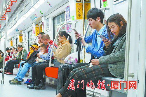 地铁上手机不得外放声音 明天起一批新规将正式实施