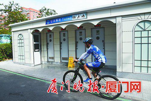 -莲前西路的公厕为钢架构可移动式,主体在上海制作完成后再运到厦门安装。
