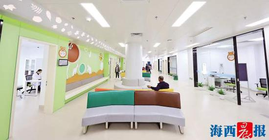 厦门眼科中心五缘院区儿童诊区环境清新。记者陈理杰摄