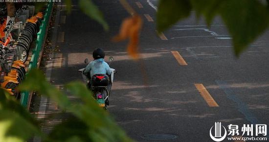 7月29日上午8时42分,鲤城X07**电动自行车在刺桐路逆向行驶被自动抓拍