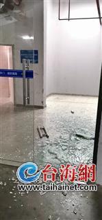 ▲车库玻璃门爆裂